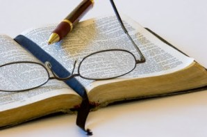 open Bible pen & glasses[1]